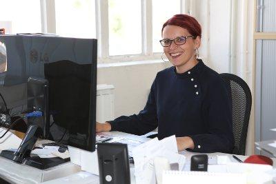 Heike Michalk nimmt Ihre Bewerbungsunterlagen entgegen