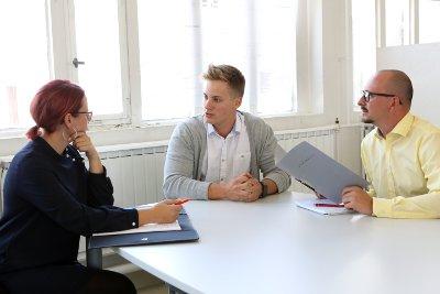 Bewerbungsgespräch für einen Ausbildungsplatz als Konstruktionsmechaniker