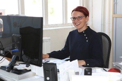 Heike Michalk steht für Fragen und Interessen zur mobilen Prüfung bereit